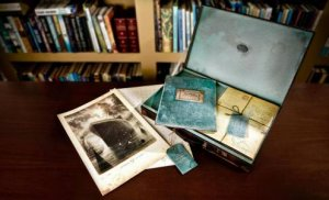 The Arrival and Sketch Book Deluxe Set  by Shaun Tan